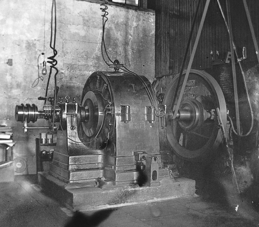 High-voltage transformers by George Westinghouse transmitted 10,000 volts from the plant to Pomona.