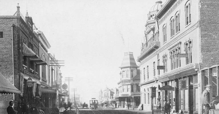 Pasadena, Colorado and Fair Oaks Streets (1890). Courtesy of the Los Angeles Public Library's Photo Collection.